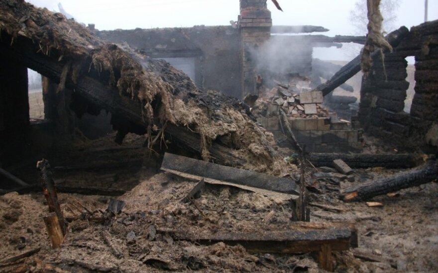 Kėdainių rajone gaisras pražudė ūkininko gyvulius