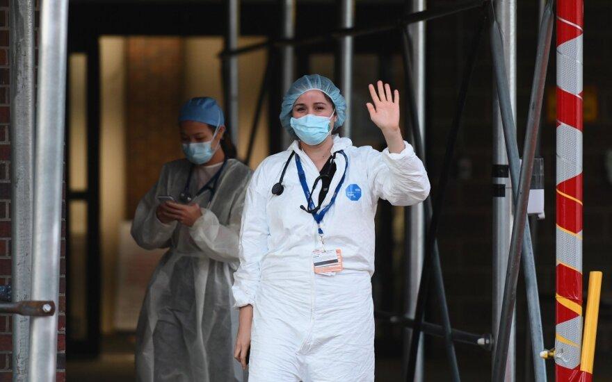 JAV vyriausybės patarėjas: Covid-19 aukų skaičius gali būti didesnis nei manoma