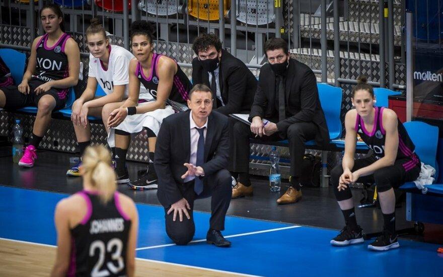 Justė Jocytė (antra iš kairės) liko ant ASVEL atsarginių suolo
