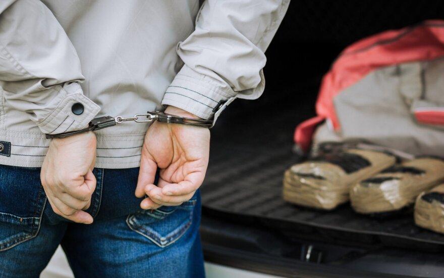 Jaunuolis, suimtas už narkotikų platinimą