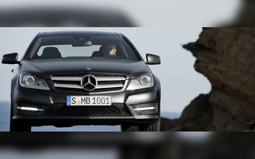 """Mercedes-Benz"" delsia pradėti gamybą Rusijoje"