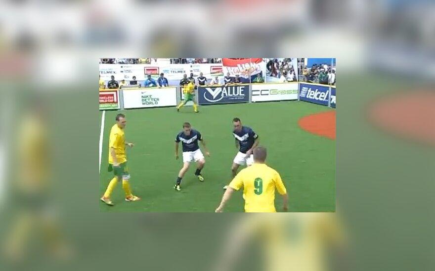 Benamių futbolo čempionate Lietuvos rinktinė įveikė pasaulio čempionę Škotiją