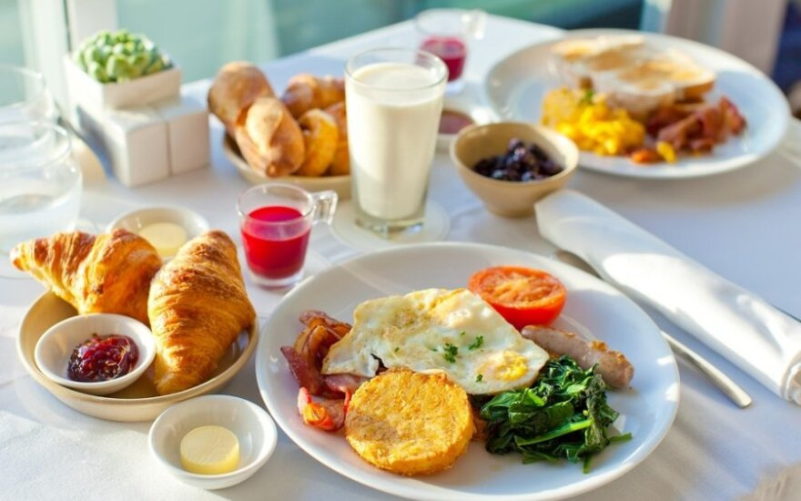 Gydytoja dietologė: valgyti reikia neišbadėjus ir su saiku