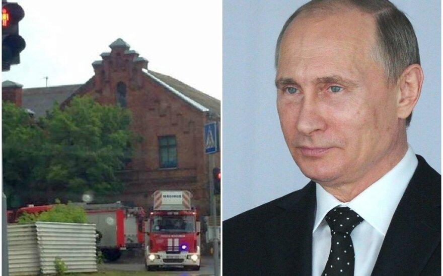 Ant Kauno viešbučio stogo – vėliava su V. Putino atvaizdu
