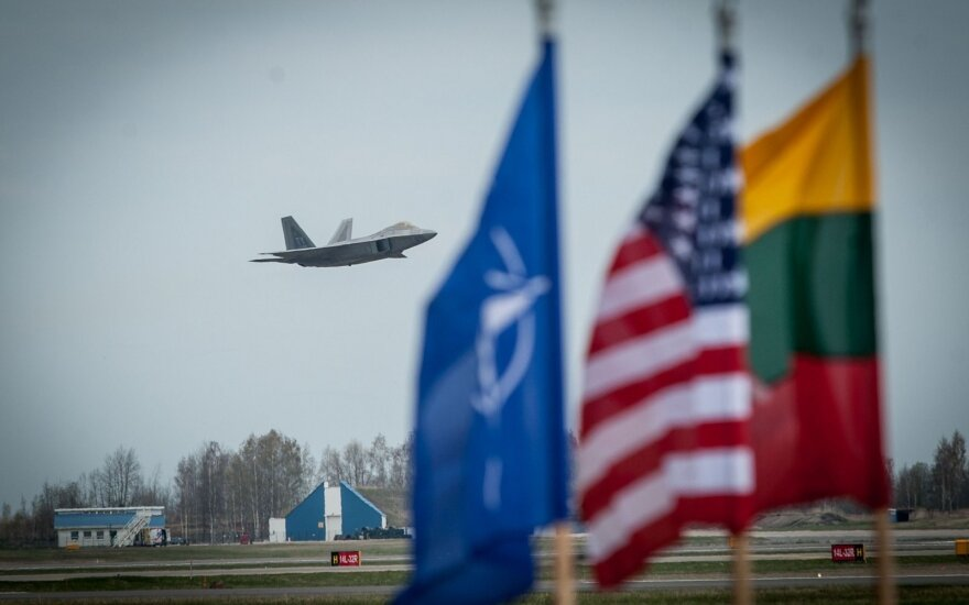 Artėjantis NATO viršūnių susitikimas: trys iššūkiai Lietuvai