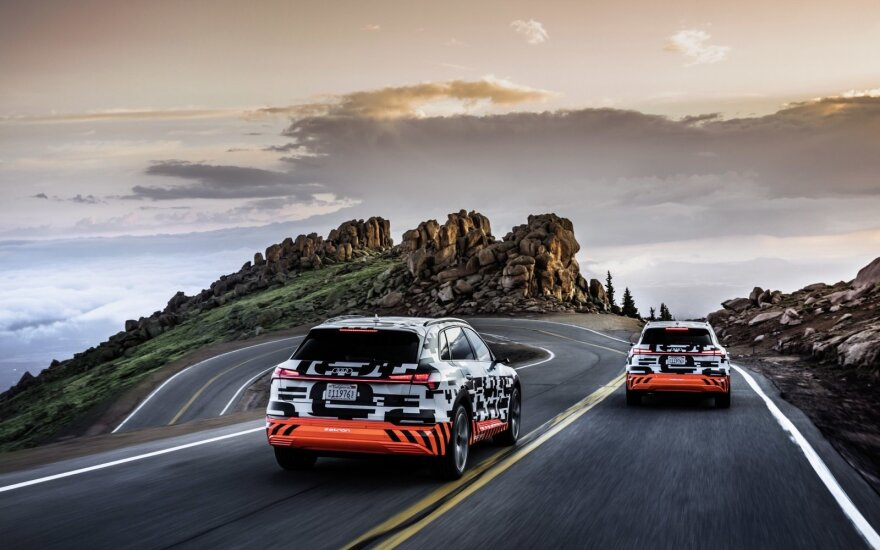 """""""Audi e-Tron"""" išbandė JAV kalnuose"""