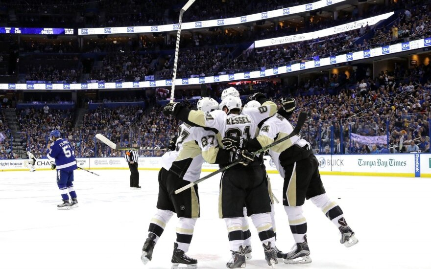"""""""Penguins"""" persvėrė NHL Rytų konferencijos finalo rezultatą"""