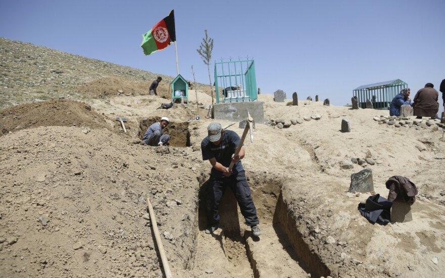 Pareigūnai: Afganistane per Talibano atakas žuvo 11 karių ir policininkų
