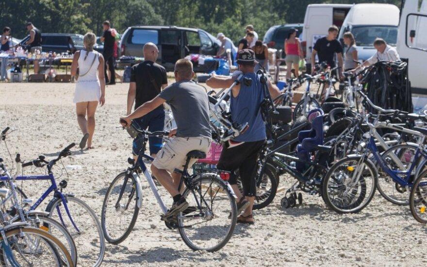 Trumpėjant dienoms, dviratininkai raginami būti atidesniais