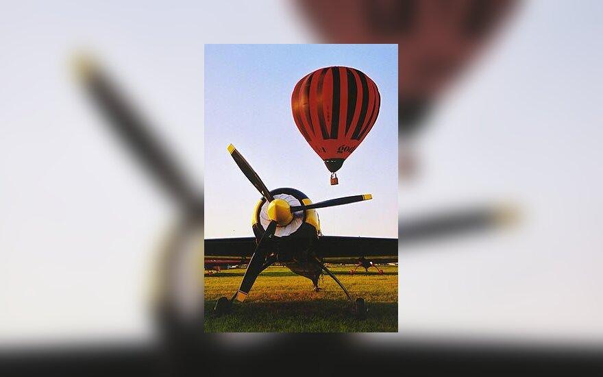 Lėktuvas ir oro balionas Įstros aerodrome
