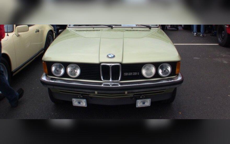 BMW 323i (1980 m.) parduodamas už 16 590 eurų