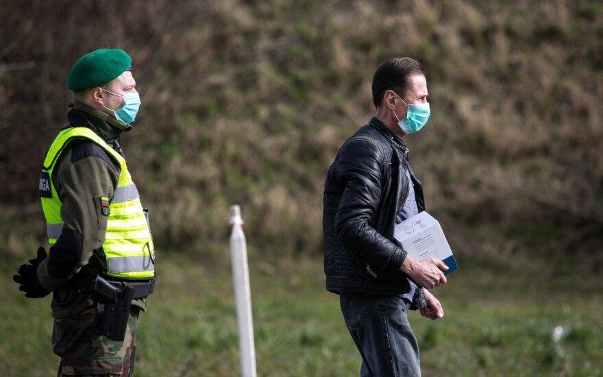 Kinai Lietuvai atsiuntė 20 tūkst. medicininių kaukių, 120 tūkst. porų pirštinių