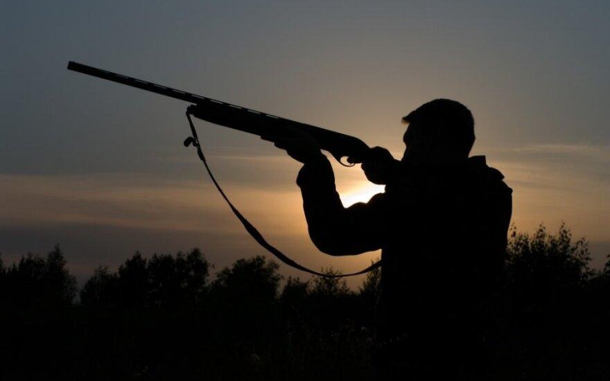 Aistringas grybautojas negalėjo paaiškinti, kam jam šautuvas