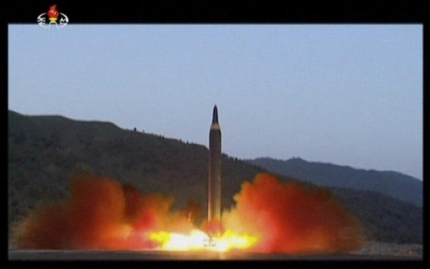 Šiaurės Korėjos išbandyta raketa galėtų smogti JAV karinėms bazėms
