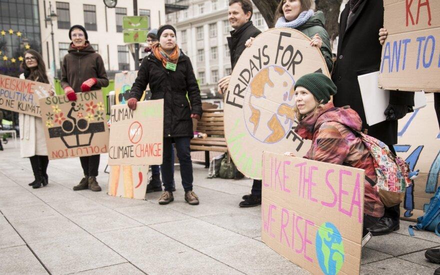 Šveicarijoje – dešimtys tūkstančių protestuotojų prieš klimato kaitą