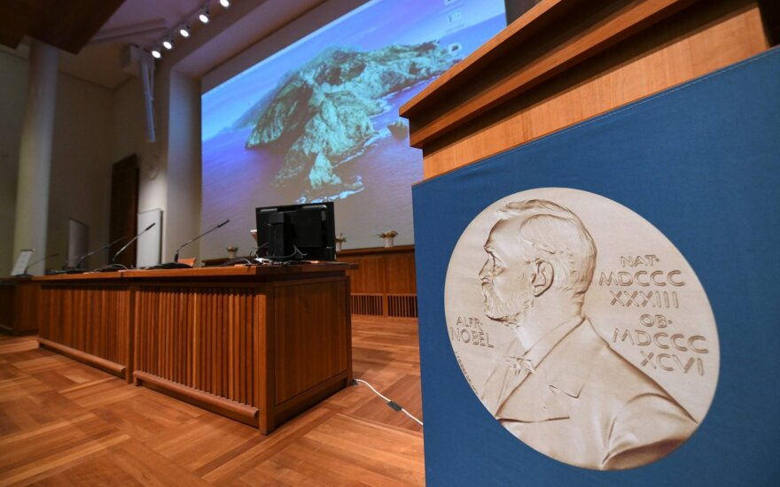 Paskelbti 2020-ųjų Nobelio fizikos premijos laureatai: apdovanoti už juodųjų skylių tyrinėjimus