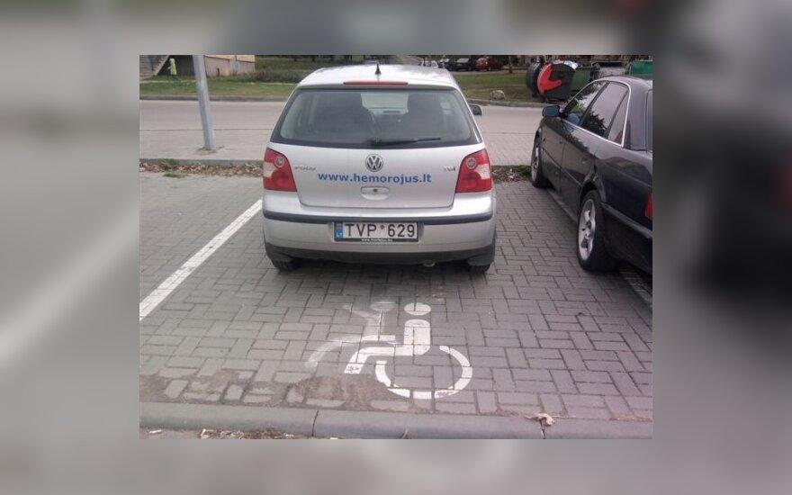 """Parkavimas Šiauliuose, prie """"Norfos"""", Žuvininkų g. 2009-10-03"""