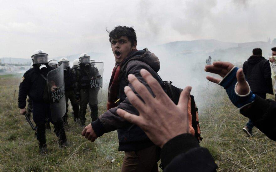 Graikijos Lesbo saloje suimti septyni išpuolius prieš migrantus planavę asmenys