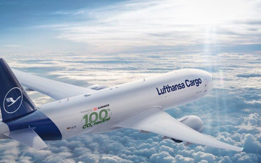 """""""DB Schenker"""" ir """"Lufhansa"""" pirmieji pasaulyje pristato CO2 požiūriu neutralius krovininius skrydžius"""
