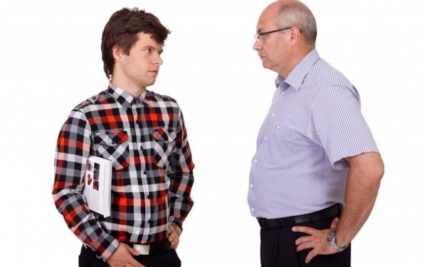 Jaunas vyras su tėvu