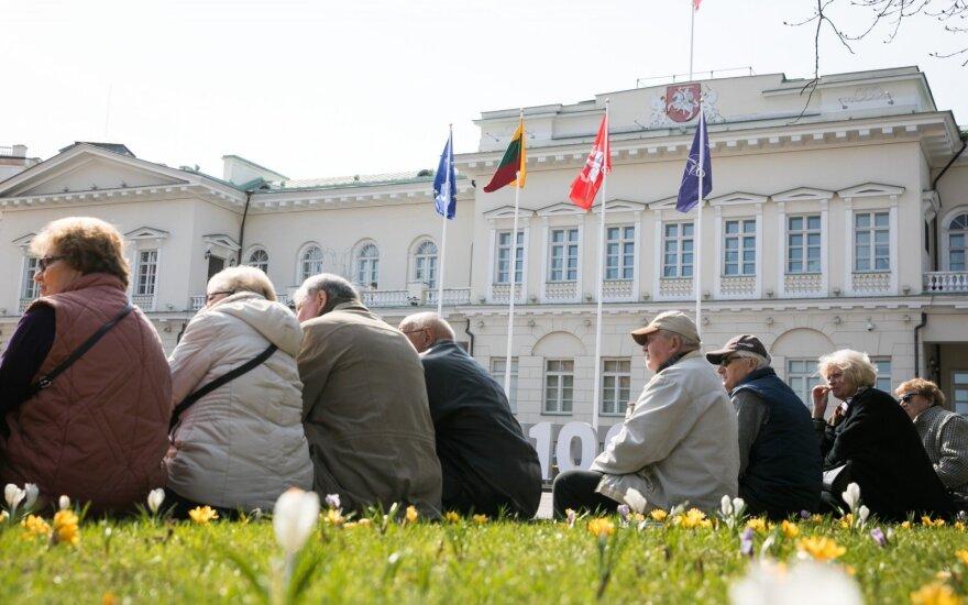 Lietuva užsienio akimis: darbuotojai emigruoja, bet pensininkai lieka