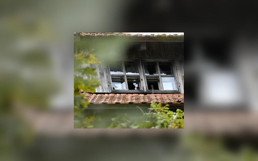 Išdaužtas langas, stiklas, isibrovimas, chuliganizmas