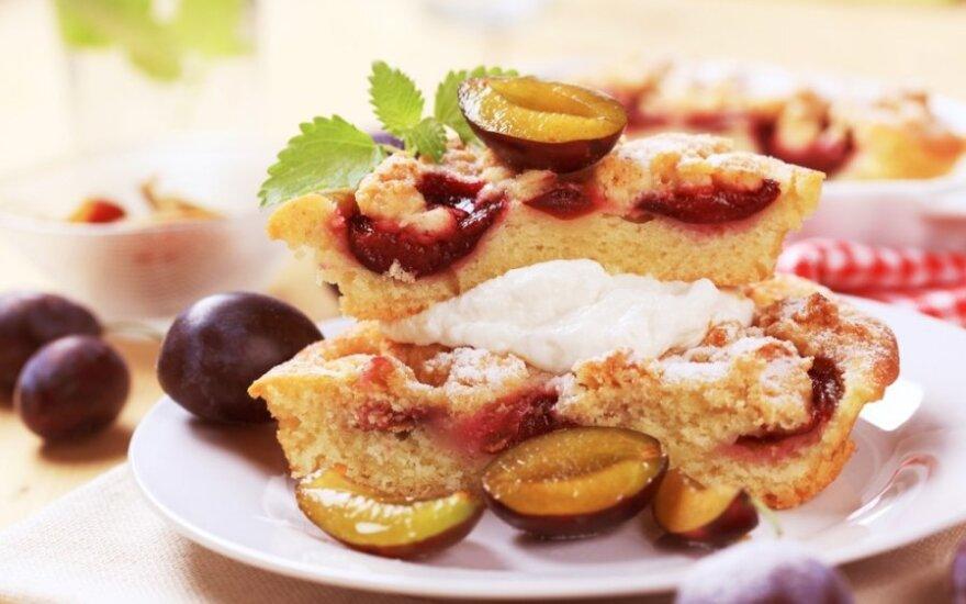Cinamonu kvepiantis slyvų pyragas