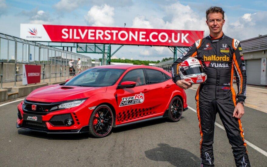 """Mattas Nealas ir """"Honda Civic Type-R"""" Silverstone"""