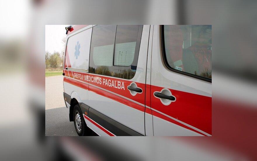 Ligoninėje merdi moteris, sužalota šienapjovės
