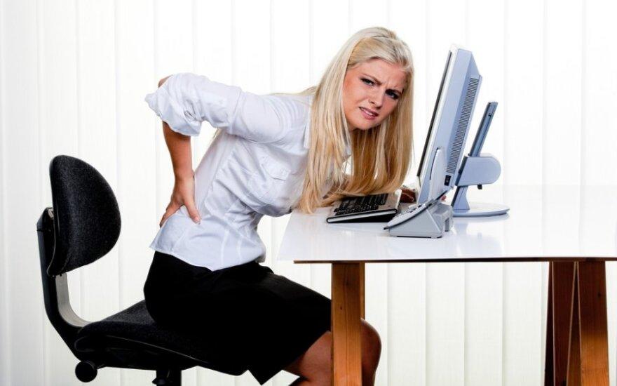 Atsikratykite nugaros skausmo: pratimai dirbantiems sėdimą darbą