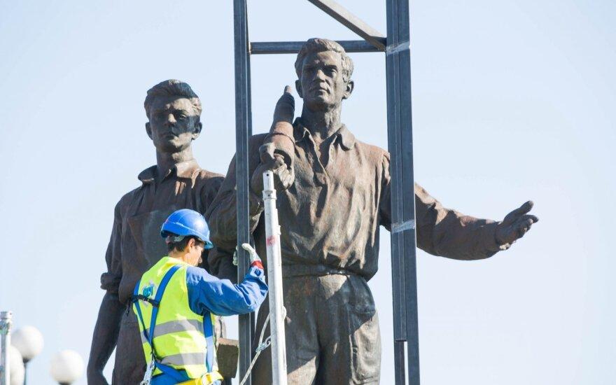 Žaliojo tilto skulptūrų nukėlimo darbai