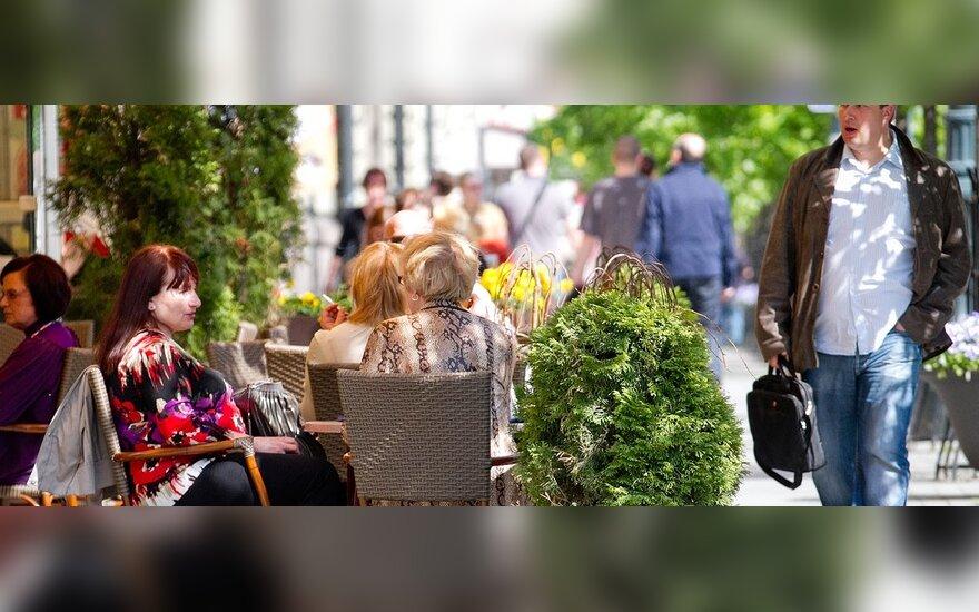 Vilniuje pradėtos žymėti lauko kavinių ribos: turės palikti pakankamai vietos praeiviams