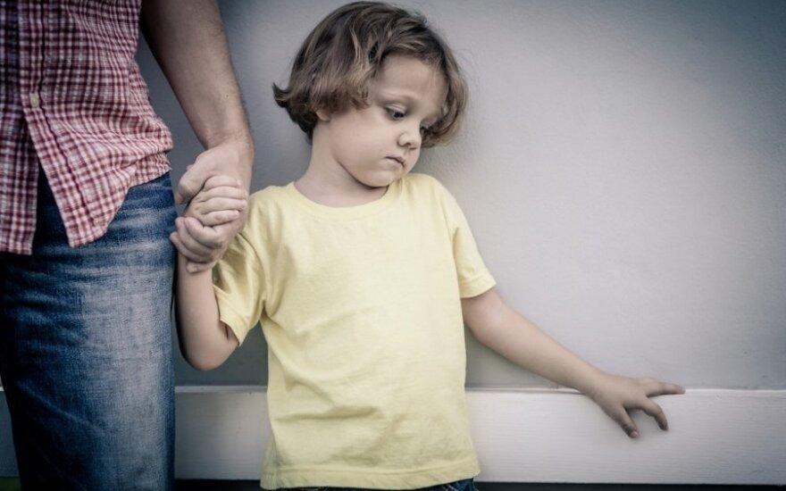 Įsivaikinant tėvams teko nueti kryžiaus kelius