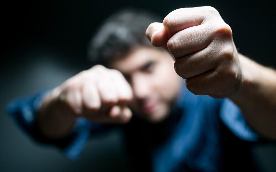 Smurtaujantiems vyrams teikia pagalbą: susivokę gali keistis