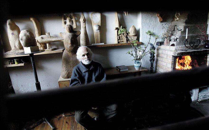 Premjeras sveikina skulptorių Striogą 90-ojo jubiliejaus proga