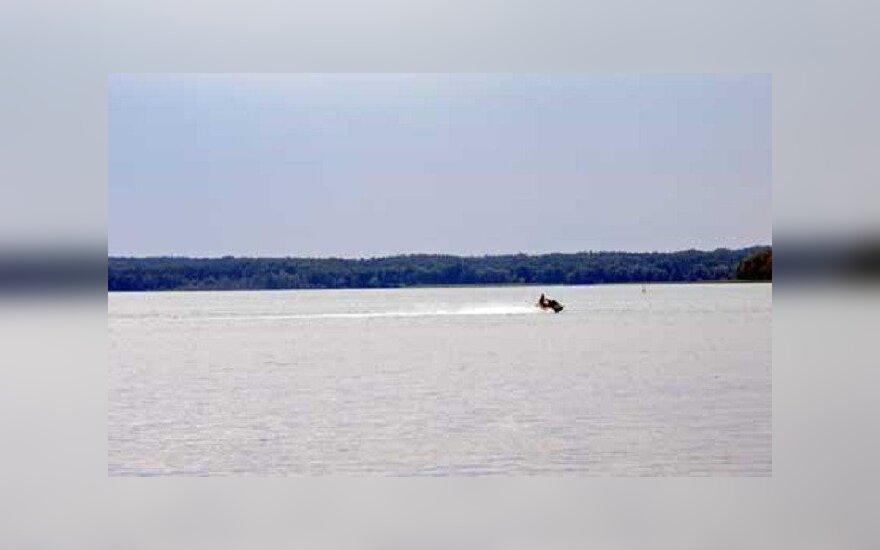 Vandens motociklininkas Kupiškio tvenkinyje