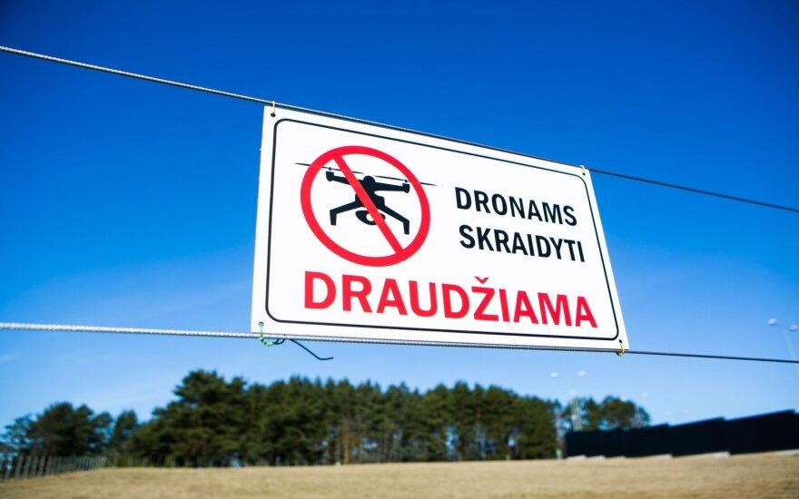 Kariškiams suteikiama teisė numušti nepageidaujamus dronus
