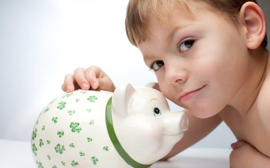 Vaikai tėvus moko taupyti