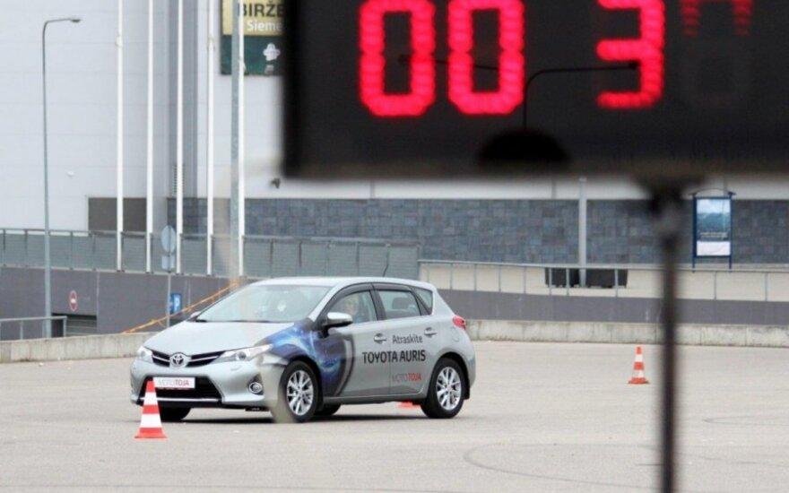 Sostinėje vairuotojai demonstravo savo meistrškumą