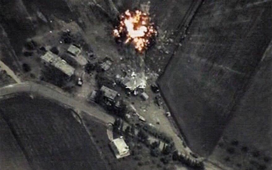 JAV palaikomi Sirijos sukilėliai meta kaltinimus Rusijai