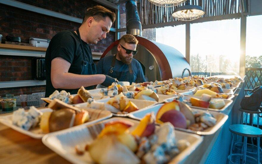 """""""Švyturys Bhouse"""" sezono atidarymas – kaip derinti grilio patiekalus su alumi?"""