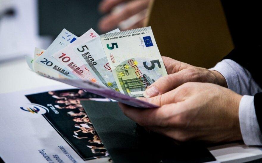 Laukiant euro, valstybės rinkliavos šiemet nedidės