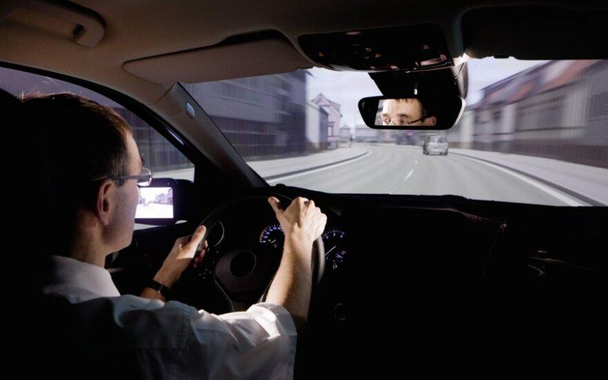 Vairuotojas 15 km greitkelyje važiavo prieš eismą