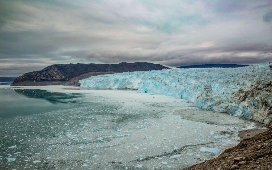 Tirpstantis ledas perpiešia pasaulio žemėlapį ir kursto kovą dėl galios