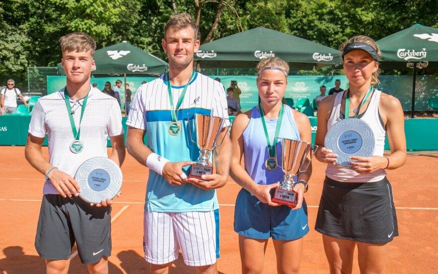 (iš kairės) Vilius Gaubas, Laurynas Grigelis, Klaudija Bubelytė, Justina Mikulskytė