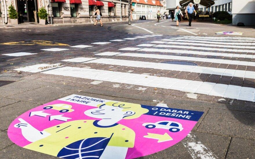 Prie pėsčiųjų perėjų Vilniuje atsirado ypatingi piešiniai
