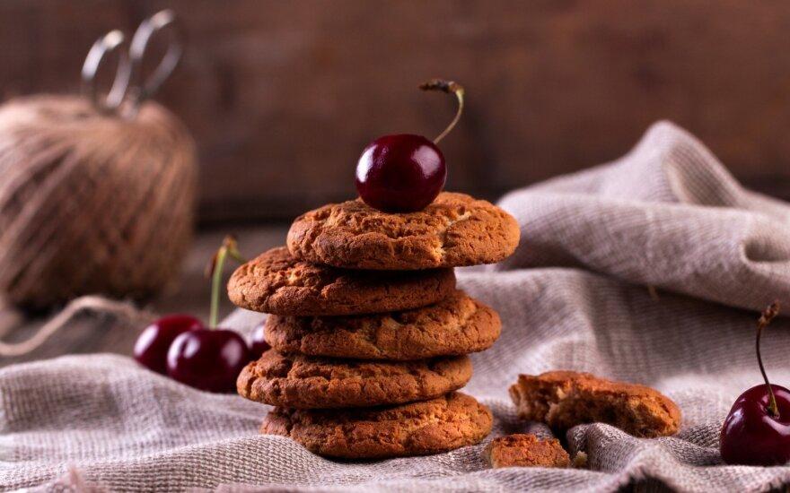 Traškios plutelės sausainiai su vyšniomis