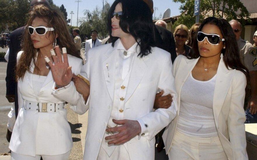 LaToya Jackson (kairėje) su broliu Michaelu Jacksonu ir seserimi Janet Jacson