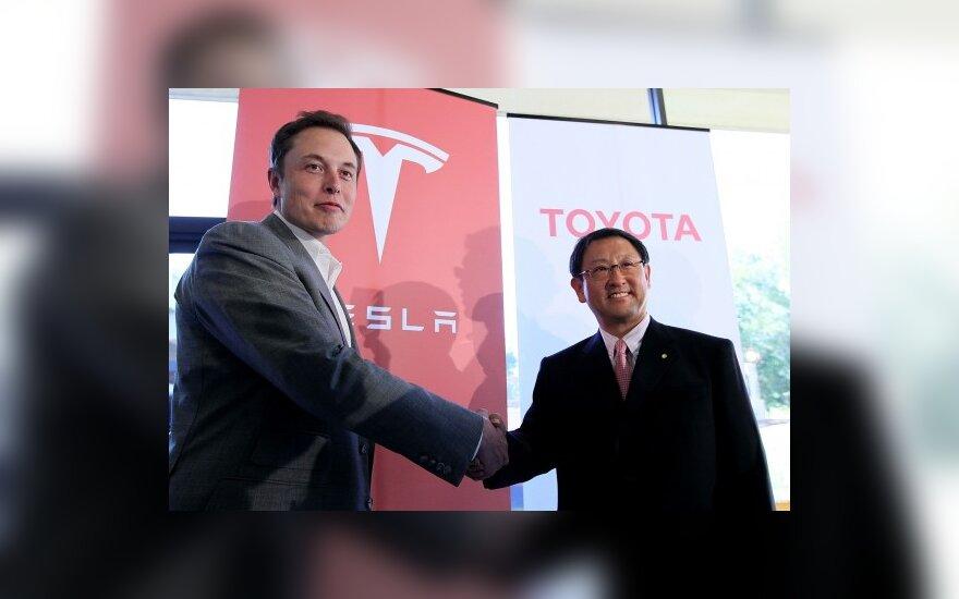 Elon Musk (Tesla Motors CEO) ir Akio Toyoda (Toyota CEO)