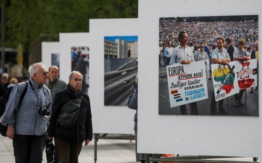 Vilniaus Katedros aikštėje atidaryta Z. Kazėno fotoparoda apie kovą už Lietuvos laisvę